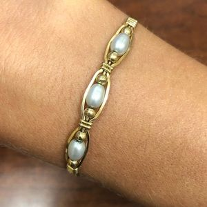 Gold Ronaldo bracelet with 3 freshwater pearls